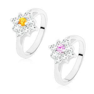 Blýskavý prsten se zúženými rameny, čirý čtvereček s barevným středem - Velikost: 49, Barva: Světle fialová