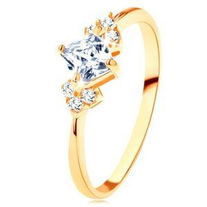 Blýskavý zlatý prsten 375 - čirý zirkonový čtvereček, čiré zirkonky po stranách - Velikost: 57