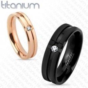 Černý titanový prsten s ozdobnými zářezy a čirým zirkonkem, 6 mm HH14.13