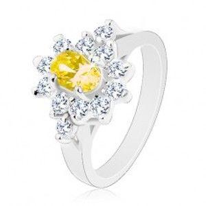 Blýskavý prsten, oválný zirkon žluté barvy, kontura z čirých zirkonků R30.17
