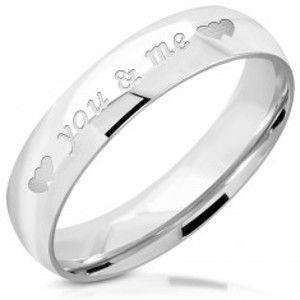 """Prsten stříbrné barvy z oceli - nápis """"you & me"""", srdíčka, 5 mm J04.16"""