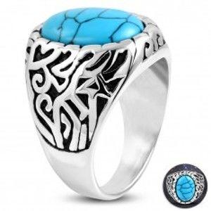 Ocelový prsten, tyrkysový ovál, ramena zdobená výřezy a černou patinou K04.01
