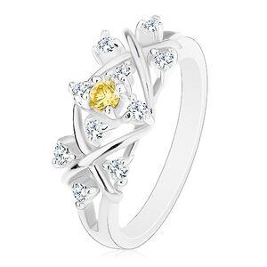 Prsten stříbrné barvy, lesklé překřížené linie, zirkony čiré a žluté barvy - Velikost: 53
