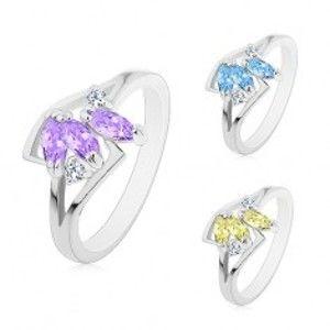Prsten stříbrné barvy, tři barevná broušená zrnka, rozdělená ramena AB29.07