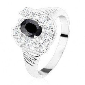 Prsten ve stříbrné barvě, vroubkovaná ramena, černý ovál, čiré zirkony S15.05
