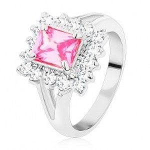 Prsten ve stříbrném odstínu, velký broušený obdélník růžové barvy, čiré zirkony S13.24