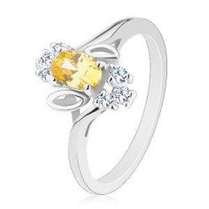Prsten ve stříbrném odstínu, žlutý broušený ovál, lístečky, čiré zirkony R31.2