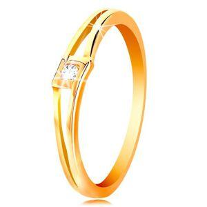 Prsten ve žlutém 14K zlatě - kulatý čirý zirkon v kosočtverci, rozdělená ramena - Velikost: 62