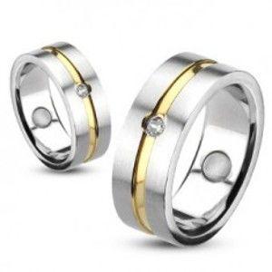 Prsten z oceli se zlatou linií a vsazeným zirkonem K10.15/16