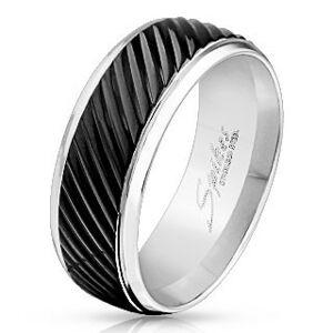 Prsten z oceli 316L stříbrné barvy, černý pás se šikmými zářezy, 8 mm - Velikost: 62