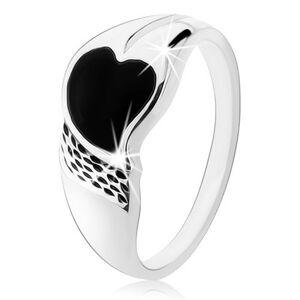 Prsten ze stříbra 925, asymetrické srdíčko z černého onyxu, drobné zářezy - Velikost: 54