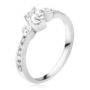 Prsten ze stříbra 925, tři okrouhlé zirkony, kamínky v ramenech - Velikost: 67