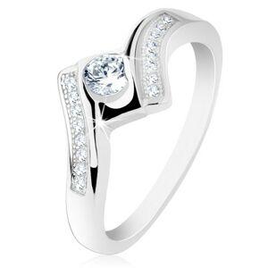 Stříbrný prsten 925, širší zatočená ramena, lesklý čtverec, čiré zirkonky - Velikost: 50