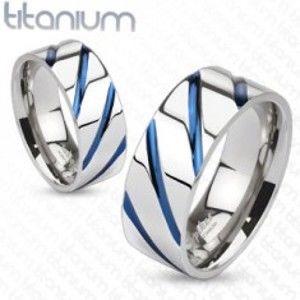 Titanový prsten stříbrné barvy, vysoký lesk, šikmé modré zářezy SP63.19