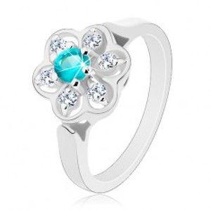 Třpytivý prsten zdobený čirým kvítkem se zirkonem světle modré barvy R30.13